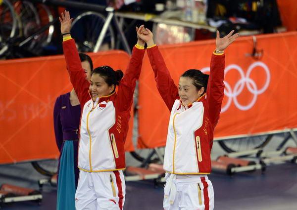 奥运图:中国自行车金牌变银牌 接受祝贺