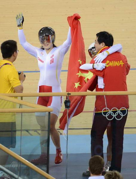 奥运图:中国自行车金牌变银牌 开心庆祝