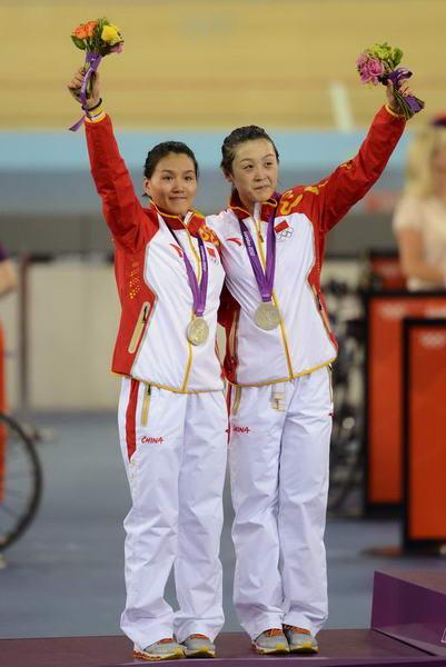 奥运图:中国自行车金牌变银牌 领奖台上