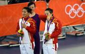 奥运图:中国自行车金牌变银牌 领奖台上的眼泪
