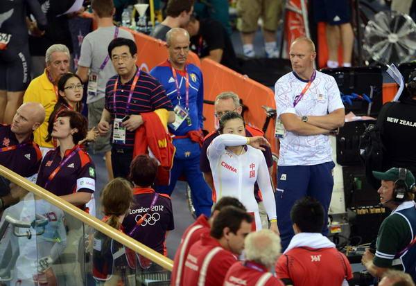 奥运图:中国自行车金牌变银牌 落泪