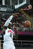 奥运图:美国男篮战尼日利亚 詹姆斯暴扣