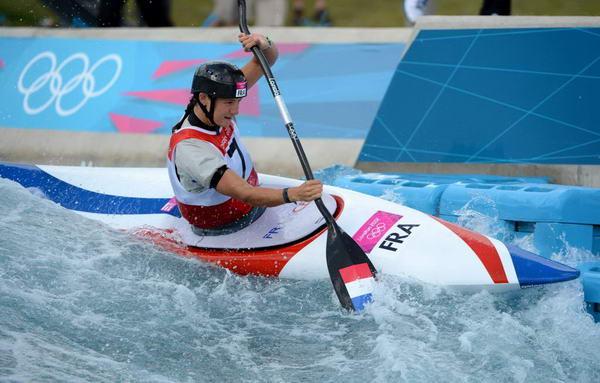 奥运图:女子皮划艇法国夺冠 破浪而行