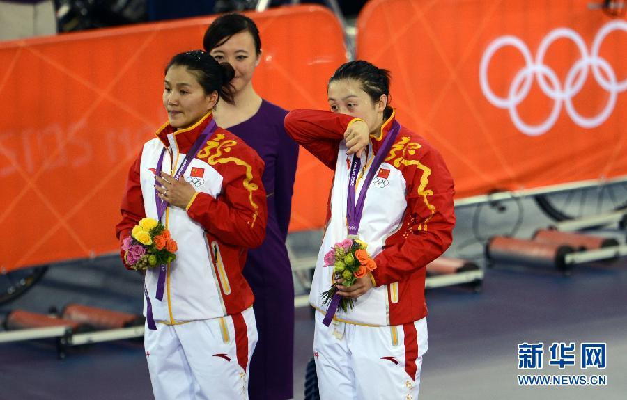女子场地自行车团体竞速中国摘银 被判违规成绩取消