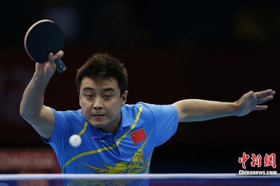 """当地时间8月2日,在伦敦奥运会乒乓球单子单打决赛中,中国选手张继科、王皓""""自相残杀"""",最终张继科战胜王皓夺得金牌。图为王皓在比赛中。记者 盛佳鹏 摄"""