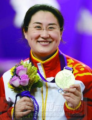 8月1日,陈颖在颁奖仪式上。新华社记者 杨磊 摄