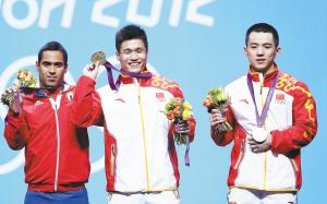 吕小军(左)和陆浩杰站上领奖台