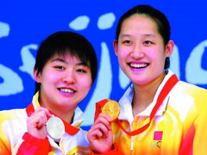 刘子歌(右)和焦刘洋(左)包揽了北京奥运会女子200米蝶泳的冠亚军。