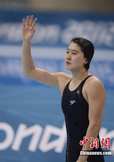 当地时间8月1日,伦敦奥运会女子200米蝶泳比赛中,中国选手焦刘洋凭借出色的发挥以2分04秒06的好成绩为中国军团夺取第17金。记者 廖攀 摄