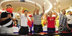 在场人员为焦刘洋夺得奥运冠军而欢呼