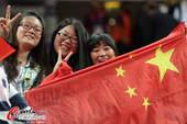 奥运图:中国蹦床双子星闪耀赛场 现场中国观众