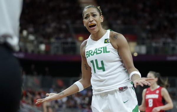 奥运图:加拿大女篮险胜巴西 无辜状