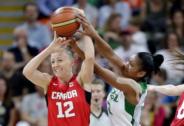奥运图:加拿大女篮险胜巴西 争抢激烈