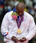 奥运图:男柔法国摘金 口咬鲜花
