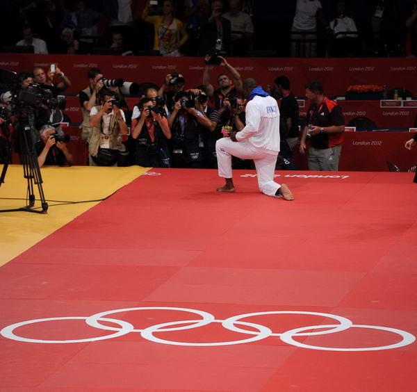 奥运图:男柔法国摘金 我赢了
