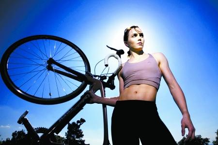 你们肯定想不到,竟然是女自行车手维多利亚·彭德尔顿,她不仅是英国