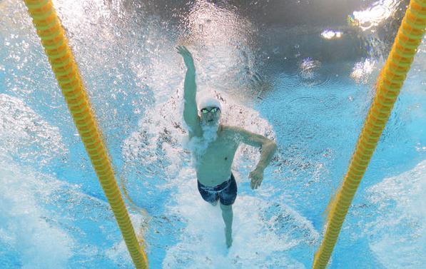孙杨轻松夺1500米自由泳预赛第一
