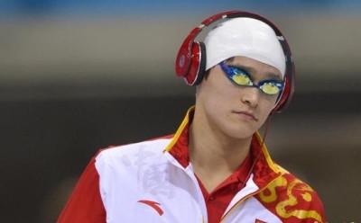 在伦敦奥运会上为中国拿下历史上首枚奥运男子游泳项目金牌的中国飞鱼孙杨,在微博中分享了许多自己有趣的生活照,并且晒出了许多和文体明星的合影。