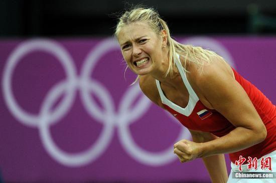 当地时间7月31日,2012年伦敦奥运网球女单第2轮,莎拉波娃2:0胜罗布森。图为莎拉波娃在比赛中。