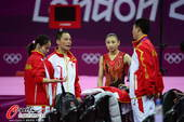 奥运图:何雯娜失误无缘卫冕 中国队在总结