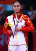 奥运图:羽毛球女单包揽金银 眼眶湿润