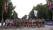 奥运图:陈定20公里竞走夺冠 过弯
