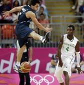 奥运图:阿根廷轻取尼日利亚 球被断