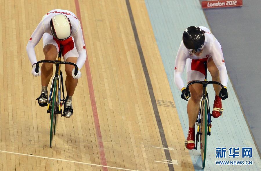 8月2日,中国队选手郭爽离开赛场。当日,在伦敦奥运会自行车女子团体竞速赛决赛中,中国队率先抵达终点,但是不久裁判判定中国队在比赛中犯规,最终中国队获得银牌。新华社记者 王建华