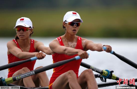 当地时间8月4日,2012年伦敦奥运会赛艇赛事迎来了最后一个比赛日,在女子轻量级双人双桨的比赛中,中国队的徐东香黄文仪拿下了一枚宝贵的银牌,也是中国赛艇队本届奥运会的第一枚奖牌。