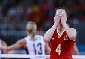 完败!中国女排小组赛0-3不敌美国队