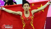 奥运图:邹凯成功卫冕  身披国旗