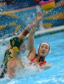 奥运图:女水憾负澳大利亚 滕飞在比赛中进攻