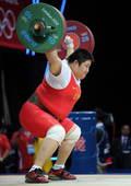 奥运图:女举75kg周璐璐夺金 上举中
