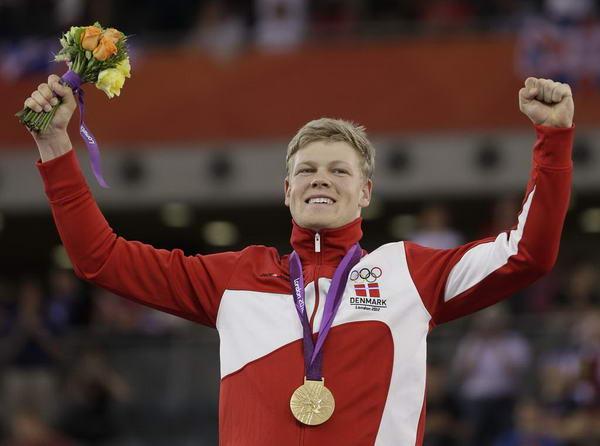 奥运图:自行车全能赛汉森夺冠 高举双臂
