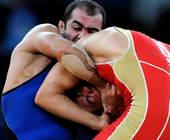 奥运图:男子摔跤74公斤级俄罗斯夺冠 摔跤画面