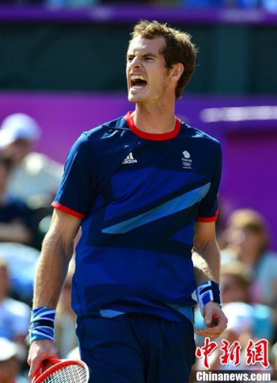 当地时间8月5日,2012年伦敦奥运会网球男子单打决赛。罗杰-费德勒0-3不敌安迪-穆雷,穆雷收获奥运金牌,费德勒获得银牌。图为穆雷。东方IC 版权作品 请勿转载