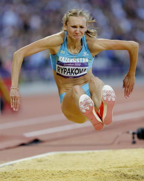 三级跳沙坑_奥运图:女子三级跳里帕科娃夺冠 跳入沙坑