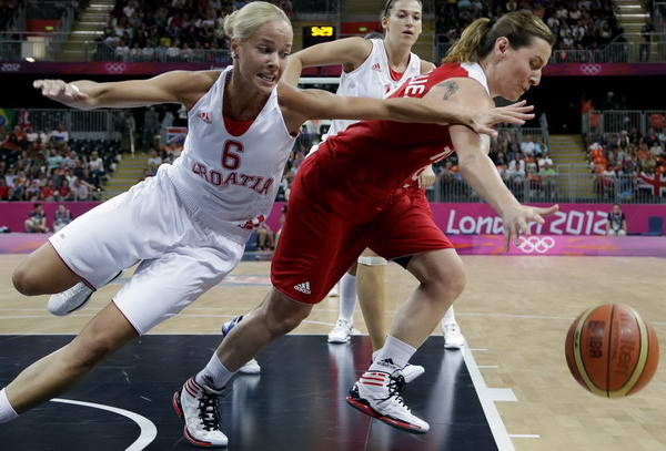奥运图:土耳其女篮晋级八强 从后断球