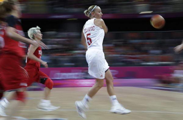 奥运图:土耳其女篮晋级八强 送出妙传