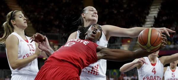 奥运图:土耳其女篮晋级八强 争夺激烈