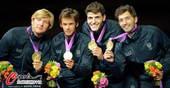 奥运图:男子花剑团体意大利摘金 展示金牌