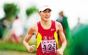 去年10月陈定代表深圳参加城运会竞走比赛并获得冠军。