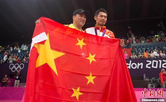 卫冕奥运羽毛球男单冠军第一人 林丹又哭又脱