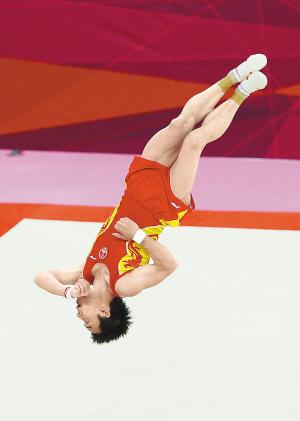 上图:8月5日,邹凯在男子自由体操决赛中。 新华社发