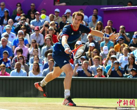 当地时间8月5日,2012年伦敦奥运会网球男子单打决赛。罗杰-费德勒0-3不敌安迪-穆雷,穆雷收获奥运金牌,费德勒获得银牌。图为穆雷。图片来源:东方IC 版权作品 请勿转载