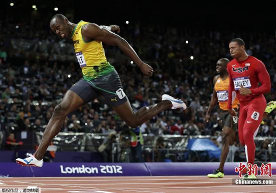 """当地时间8月5日,备受关注的伦敦奥运男子100米飞人大战中,""""闪电""""博尔特以9秒63成绩打破奥运纪录夺冠。"""