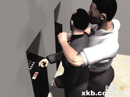 邹先生存款时,歹徒从后面抱住他实施抢劫。