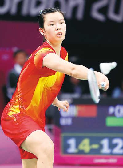 中国选手李雪芮在比赛中回球。