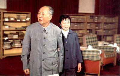 毛泽东晚年,张玉凤一直伴其左右(资料图)