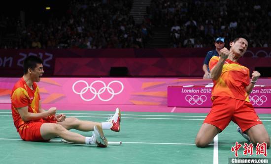 当地时间8月4日,伦敦奥运会羽毛球男双半决赛中,中国组合蔡�S、傅海峰在第2局战胜马来西亚选手古健杰、陈文宏,总分2-0获胜。Osports全体育图片社